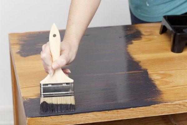 Comment teinter un meuble en bois ?